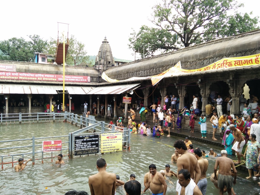 This is how crowded it got. Quiet manageable & I went to other ghat areas which were quite empty. So would be a lovely experience to take a dip in quiet and solitude.