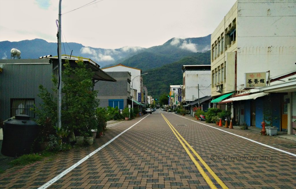 Taiwan Street Photography - mountain town