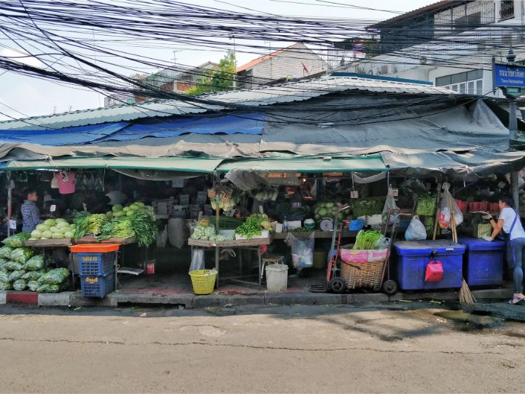long term travel in thailand - food markets